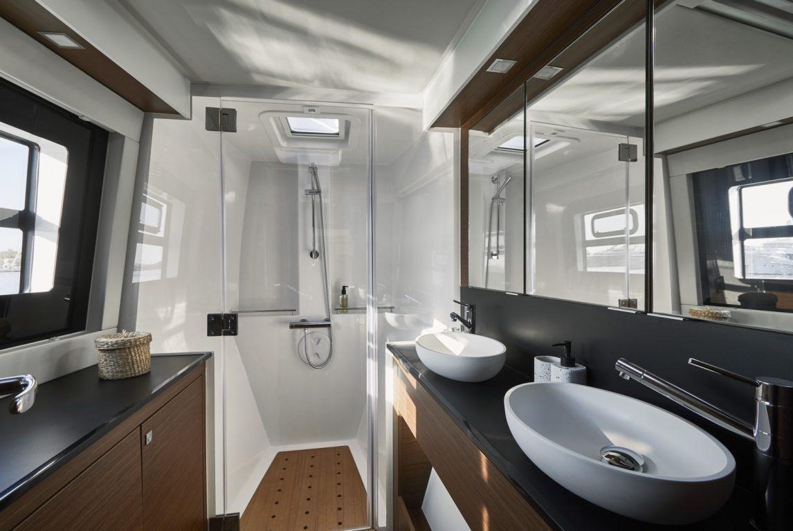 Nautitech New 46 Fly Salle de bain propriétaire
